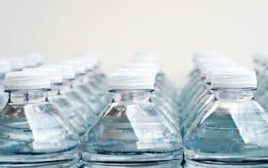 Haut de bouteilles d'eau